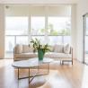 sofa-confortavel-mesa-de-centro-tampo-em-pedra